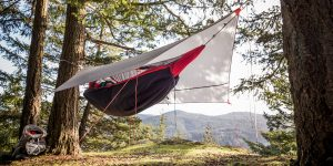 Hammock-Tent-Setup-In-The-Woods