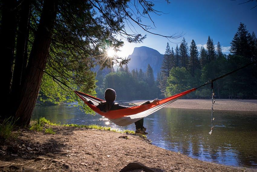 hammock-near-a-mountain-lake