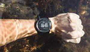wrist-watch-under-water